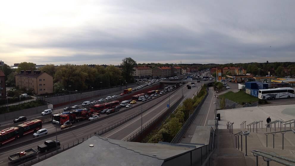 Nynäsvägen i Stockholm kl.08.2015/5.Köerna börjar i Farsta över 10 km bort.