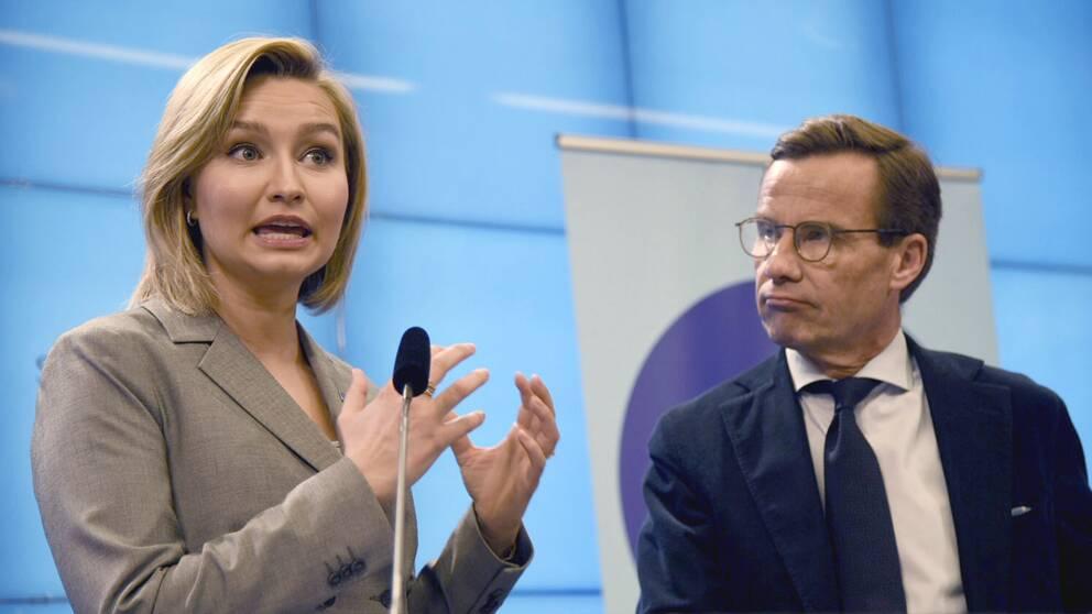 Ebba Busch Thor (KD) och Ulf Kristersson håller pressträff i riksdagen.