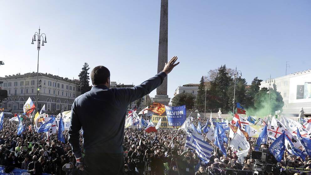 Matteo Salvini talar inför anhängare i Italiens huvudstad Rom.