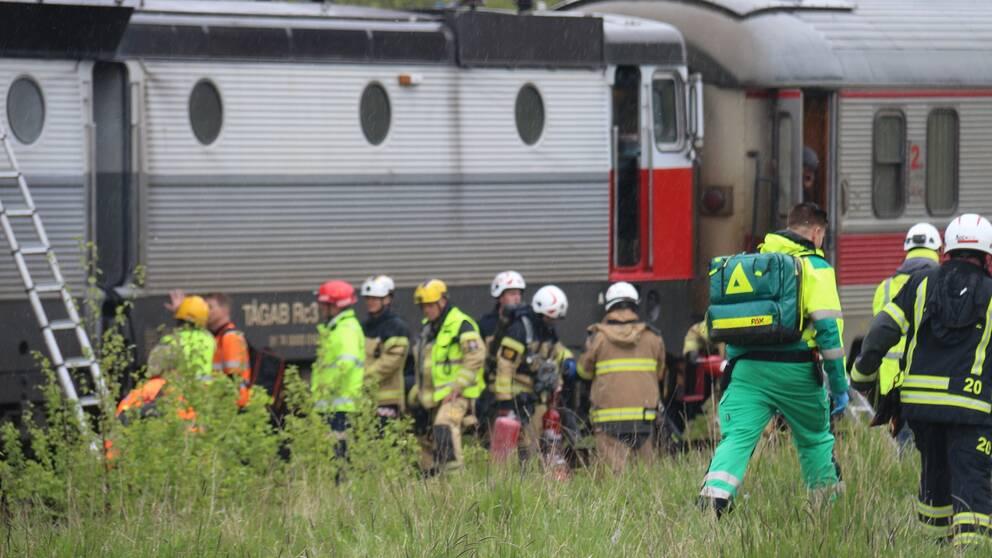 Tågbrand i Lödöse. Ambulans räddningstjänst på plats