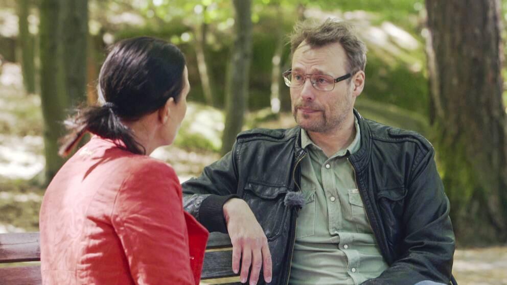Karin Mattisson intervjuar reporter Sven Bergman om vad som har hänt sedan december 2013 kring avslöjandena om Snowden-dokumenten och Sverige.