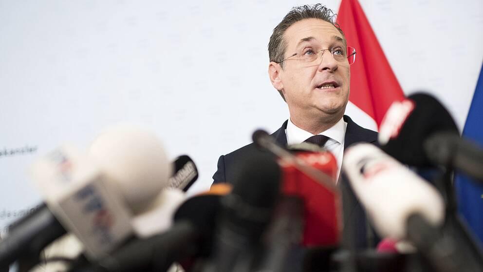 Tyska medier avslöjar att den sparkade österrikiske vicekanslern Heinz-Christian Strache haft fler möten med ryska affärsintressen.