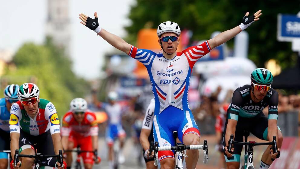 Arnaud Démare vann den tionde etappen i Giro d'Italia.