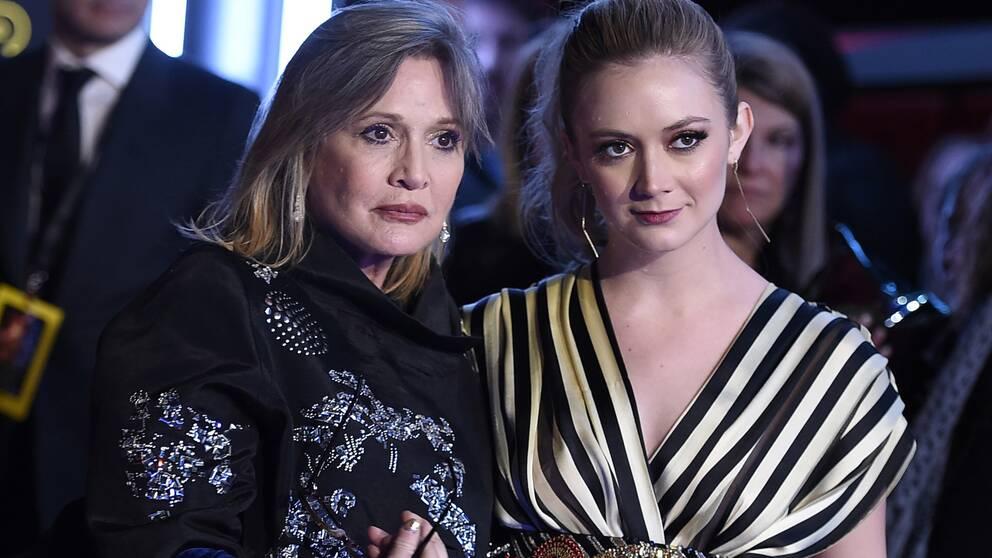 """Carrie Fisher och Billie Lourd vid premiären av """"The force awakens"""" 2015."""
