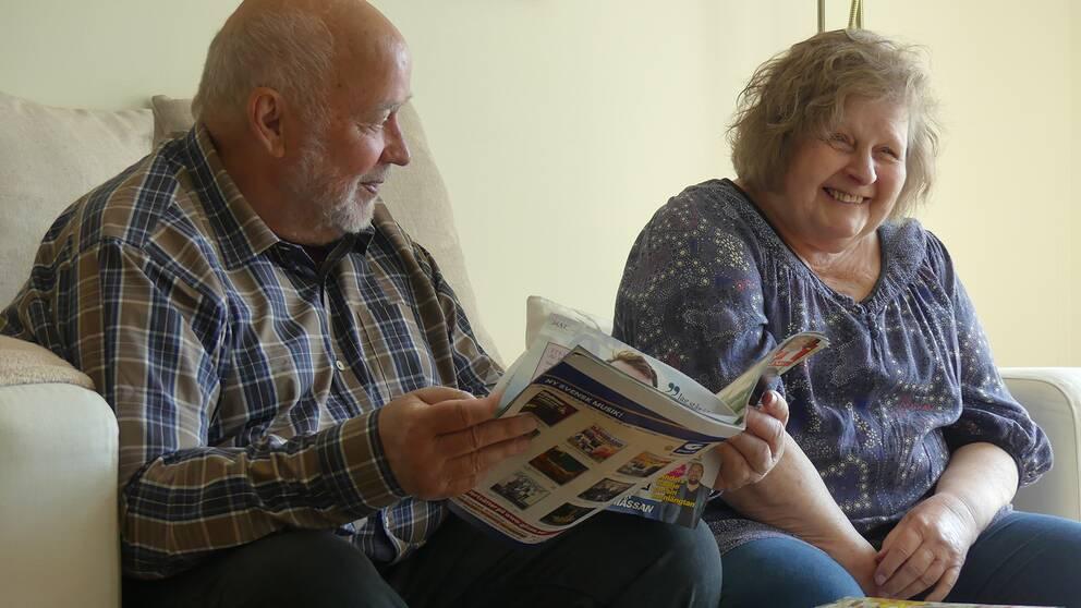 Ewa Johansson, som bor på ett nybyggt äldreboende i Norrköping, och hennes man Hans Johansson.