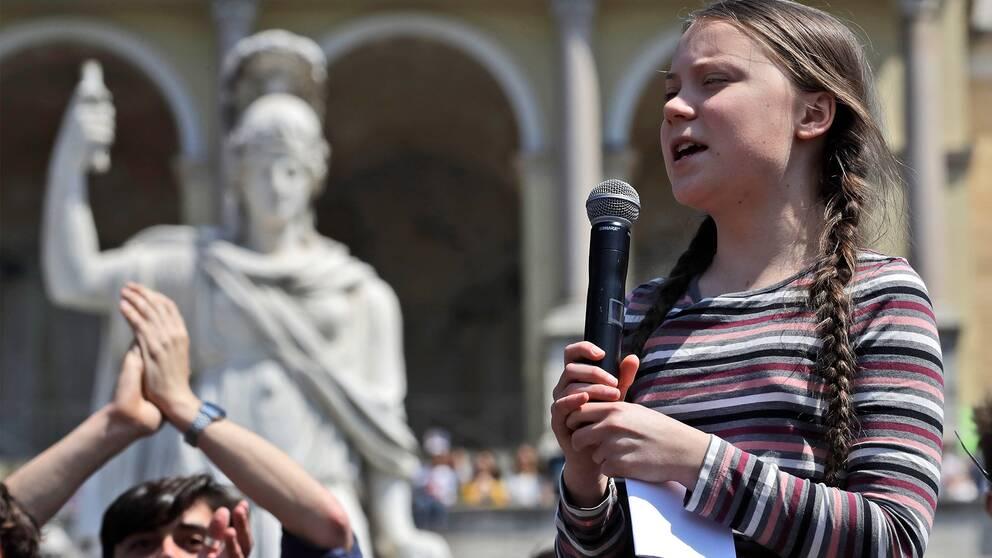 Greta Thunberg talar under en klimatdemonstration i Rom, Italien.