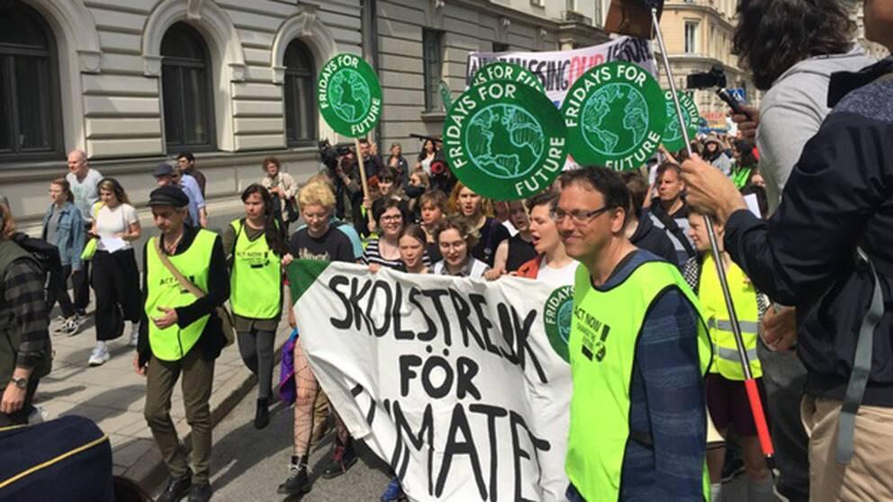 Demonstranter som strejkar för klimatet.