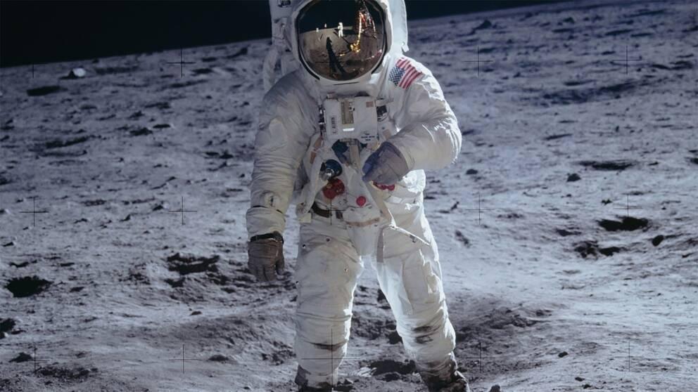 Astronauten Buzz Aldrin på platsen som kallas Stillhetens hav, på en bild tagen av Neil Armstrong.