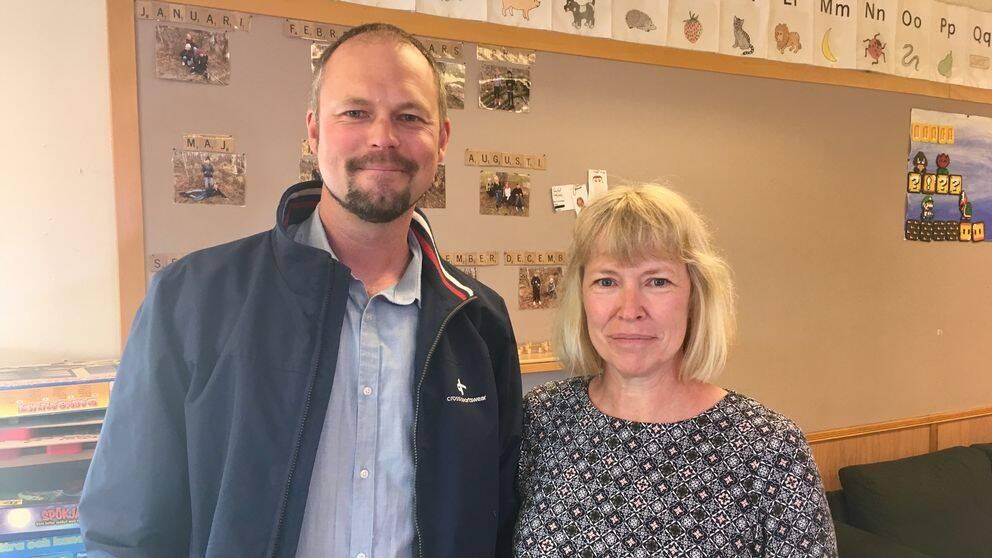 Rickard Andersson, rektor i Sotenäs kommun, och Anette Karlsson, förskolelärare på Bovallstrands skola.