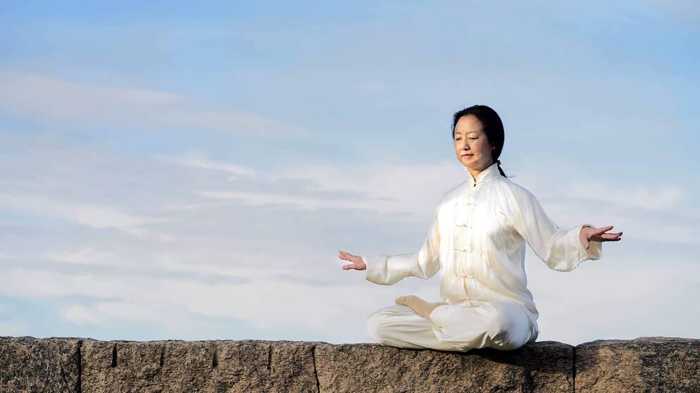 Lei Wang blev ögonvittne till massakern på Himmelska fridens torg i Peking, för trettio år sedan den 4 juni 1989. Hon utövar meditationsformen Falun Gong som är förbjuden i Kina.