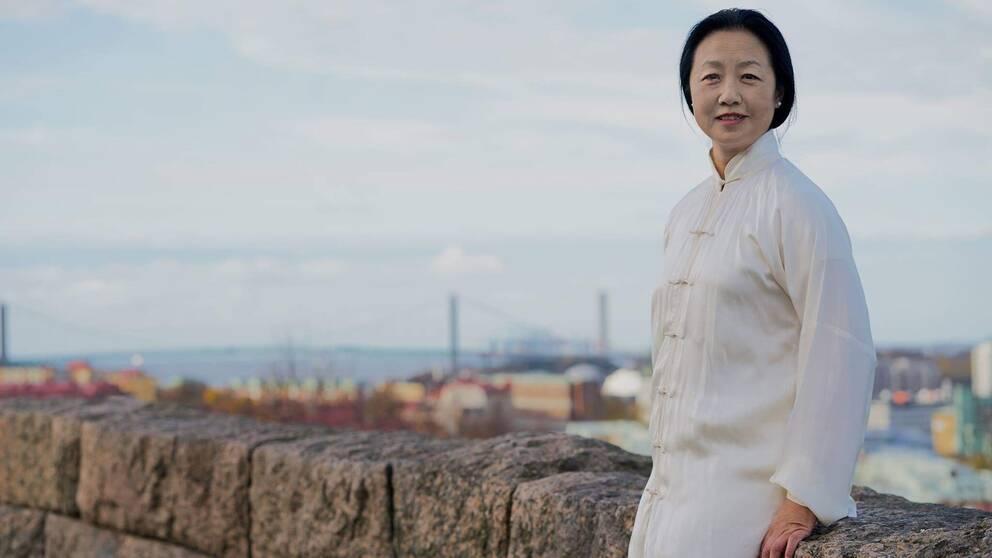 Lei Wang driver en akupunkturklinik i Göteborg sedan många år tillbaka. Hon blev ögonvittne till massakern på Himmelska fridens torg i Peking för trettio år sedan den 4 juni 1989. Efter många års tystnad vill hon nu berätta om vad som hände.