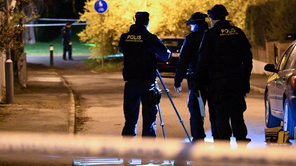 Poliser i Rosengård, Malmö, som är ett av de särskilt utsatta områden som sedan tidigare står på listan.
