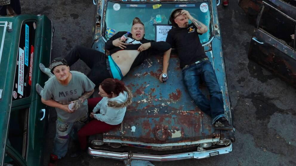 Filmen Raggarjävlar skildrar den nya generationens raggare.