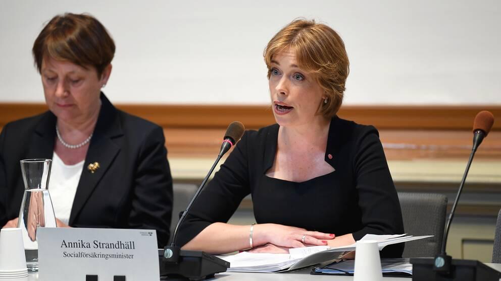 Socialförsäkringsminister Annika Strandhäll under en utfrågning av KU i april.