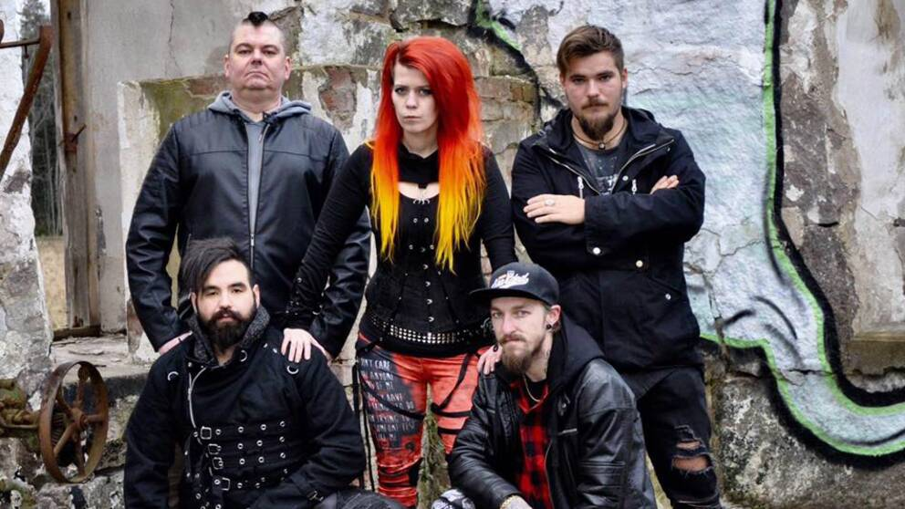 Fem bandmedlemmar i metal-bandet In Silence.