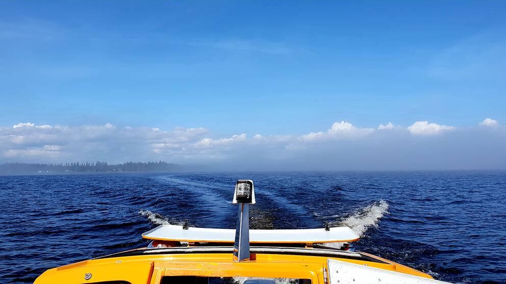 ute i Kalix skärgård med en kompis i hennes båt. Vi kom in i ordentlig dimma men på bilden har vi just kört ur dimman.