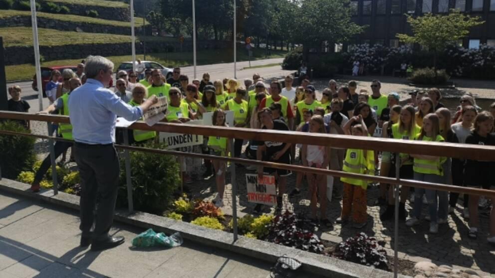 Partille föräldrar och elever protesterar mot nedläggningen högstadiet på Björndammens skola och Furulunds skola