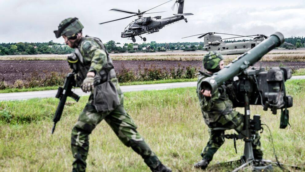 Sverige har ett omfattade samarbete med försvarsalliansen Nato och dess kärnvapenstater USA, Storbritannien och Frankrike.