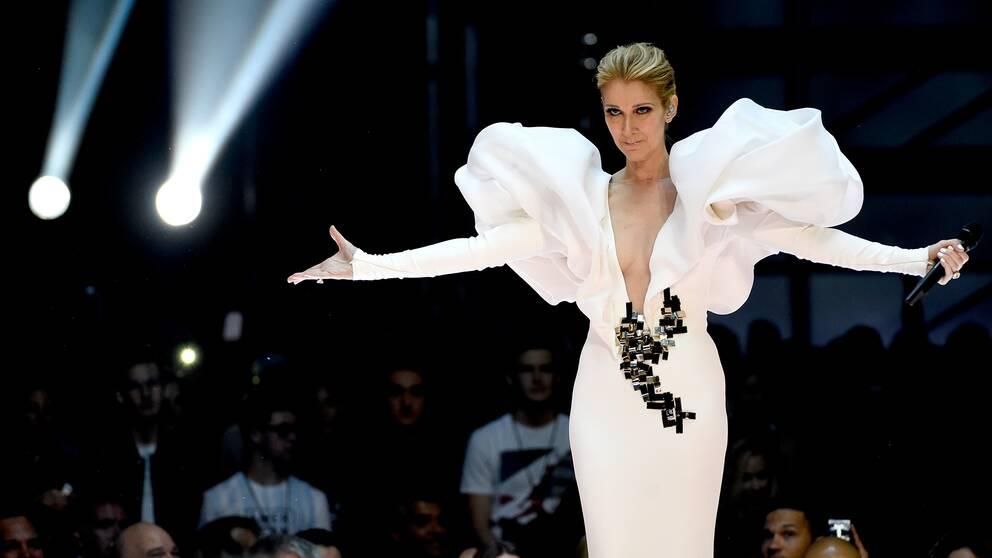 """Celine Dion framför """"My Heart will Go On"""" på Billboard Music Awards."""