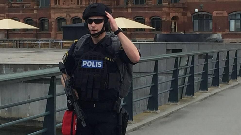 Malmö C ligger öde, avspärrad och tungt beväpnad på måndagen.
