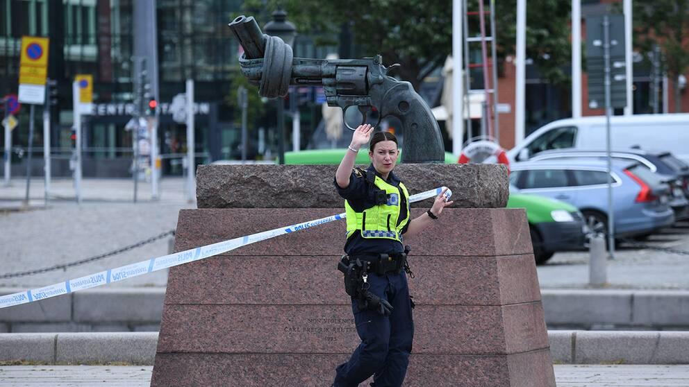 Hotfull Man Skjuten Av Polis Inne Pa Malmo C Svt Nyheter