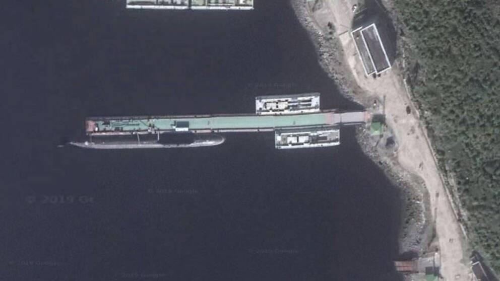 En Yasen-klass atomubåt förtöjd i den ryska marinbasen Zapanya Litsa nära Norges gräns.