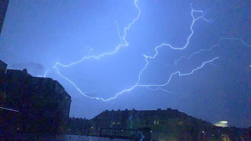 Blixtar över Möllevången i Malmö