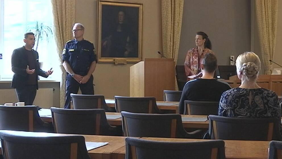Idag tecknades nya avtal mellan kommunen, polisen och sex krogar på plats
