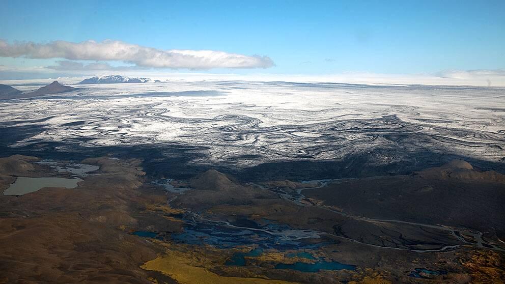 Glaciären Vatnajökull med vulkanen Bardarbunga som till största delen finns under isen.