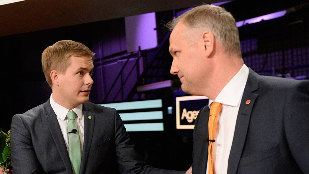 Gustav Fridolin och Jonas Sjöstedt efter partiledardebatt i Agenda tidigare.