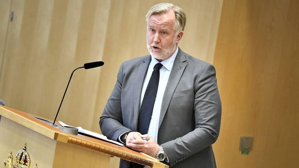 Liberalernas Johan Pehrson (L) drar sig ur striden om att bli ny partiledare efter Jan Björklund.