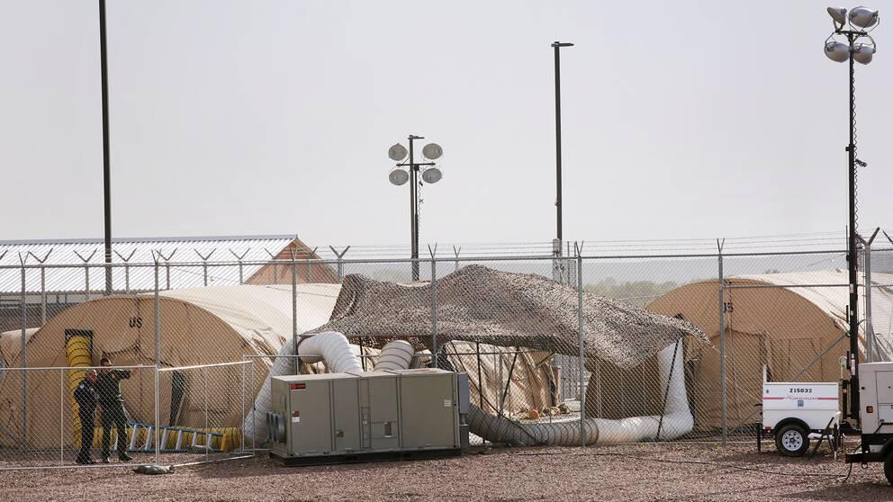 Anläggningen ligger i den lilla orten Clint, strax utanför gränsstaden El Paso i Texas