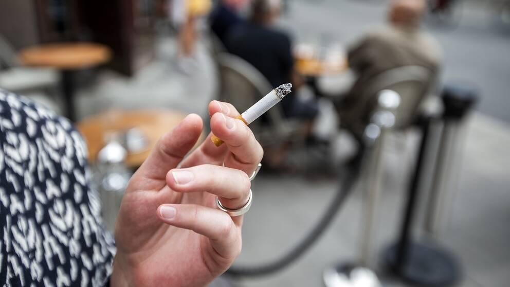 Rökare på uteservering