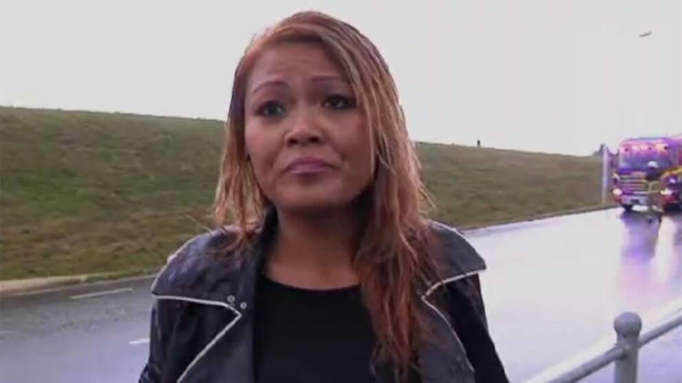 En chockad Linja Karlsson berättar hur hon och de andra passagerarna räddades från en buss som kört fast i vattenmassorna i Malmö.