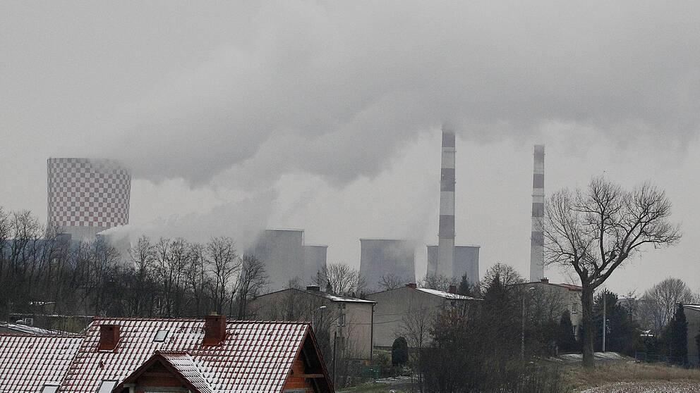 Rök från ett kolkraftverk i Katowice, Polen.