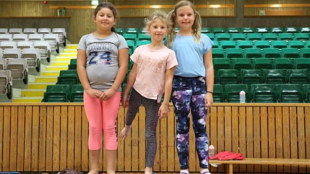 tre flickor på gymnastik