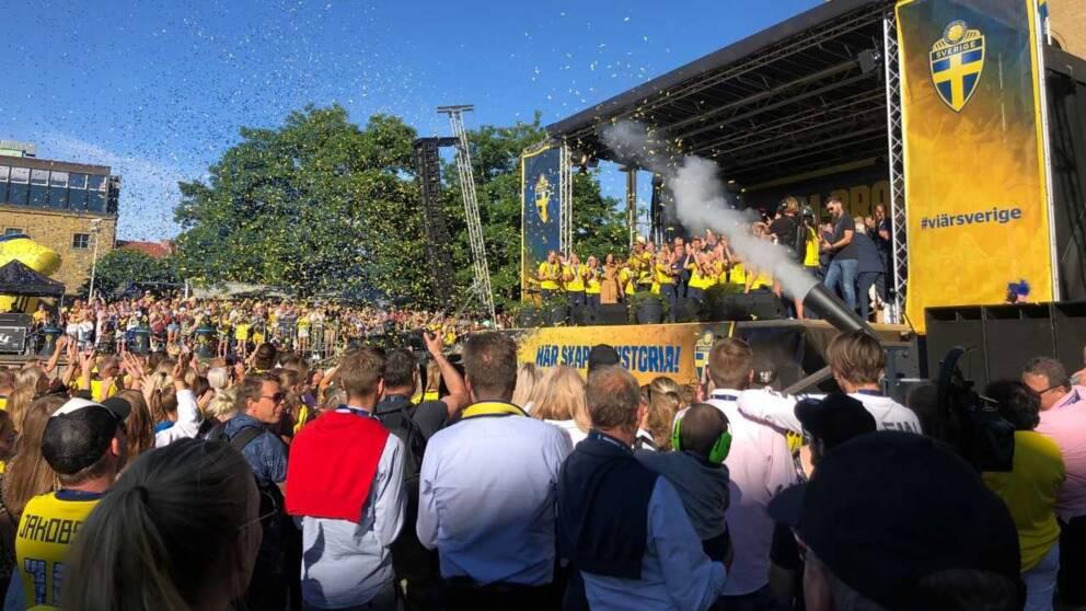 Konfettin sprutade vid firandet i Göteborg.