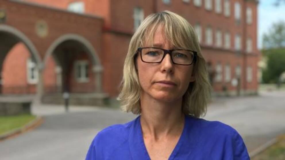 Hanna Österman, överläkare, utanför sjukhuset i Lidköping