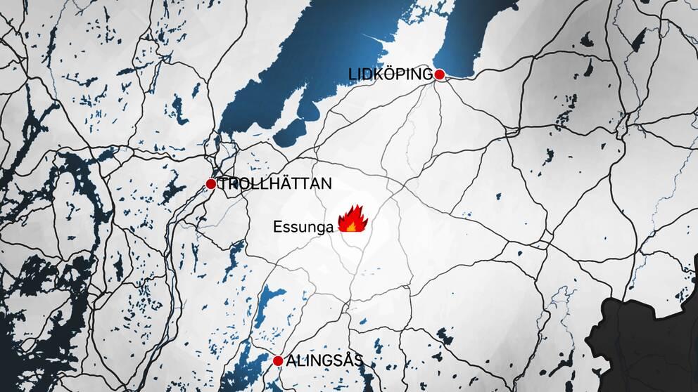 Skogsbranden härjar i ett område utanför Essunga, i Västergötland.
