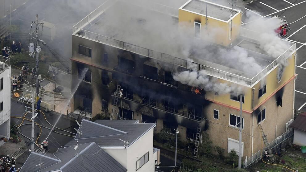 En brand i en trevåningsbyggnad i Kyoto.