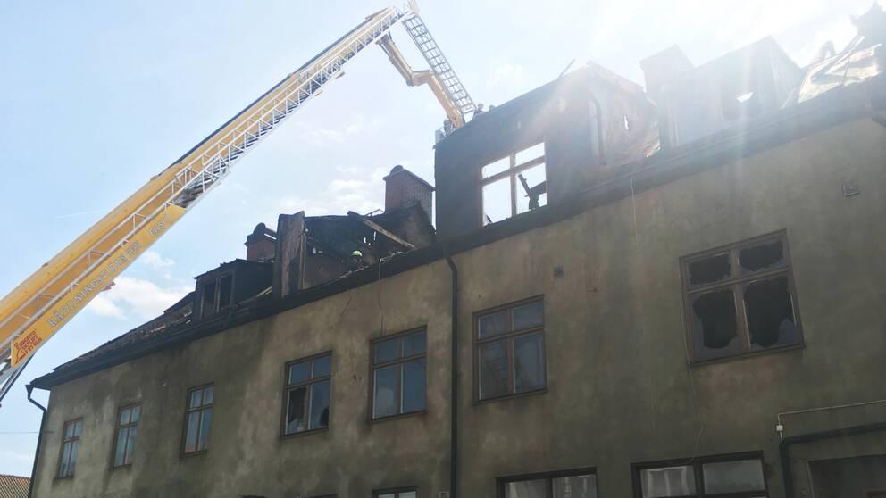 Brandskadat hus.