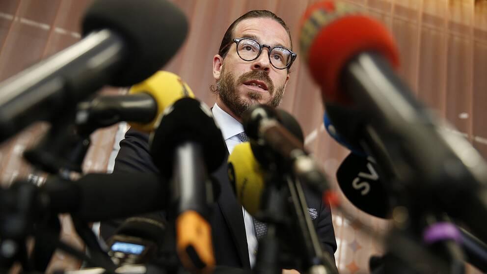 Slobodan Jovicic håller presskonferens om åtalet mot Rakim Mayers.