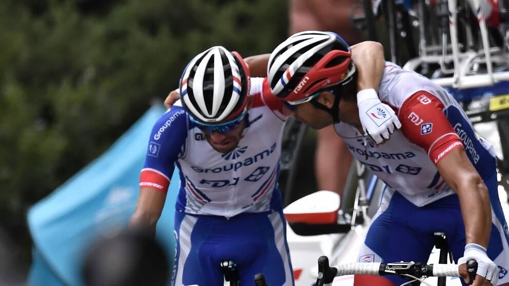 En tårögd Thibaut Pinot tvingas kliva av Touren.