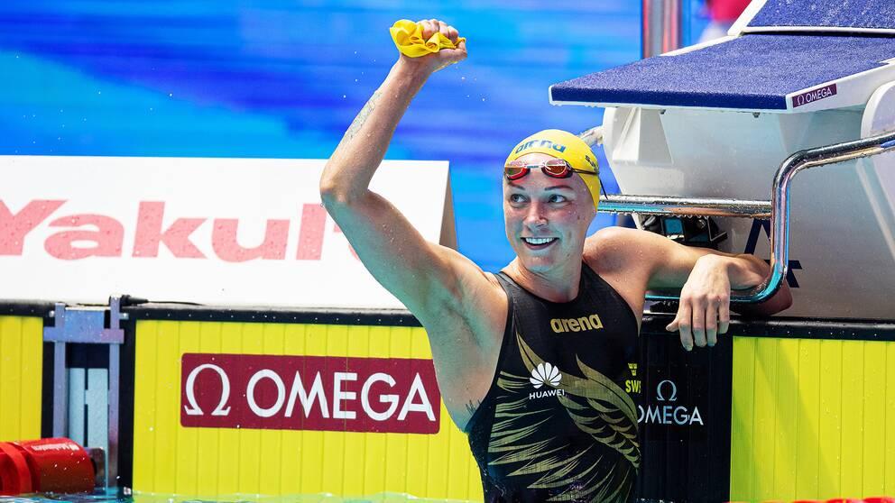 Sarah Sjöström jublar efter sitt guld på 50 meter fjärilsim.