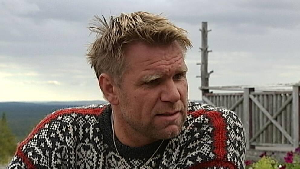 Rickard Svedjesten tror att vindkraftsparken vid Gräftåvallen skrämmer bort tomtköpare.