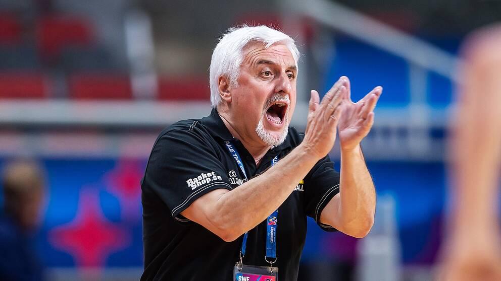 Francois Gomez får inte fortsätta som förbundskapten för basketlandslaget.