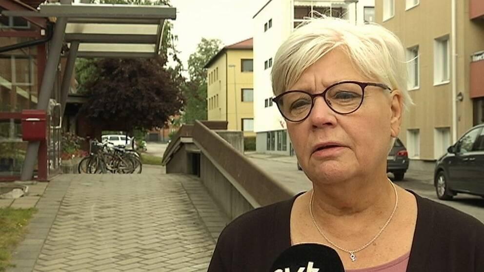 – Det är sorgligt att sådant här ska kunna hända, säger skolnämndens ordförande Monica Fällström (S).
