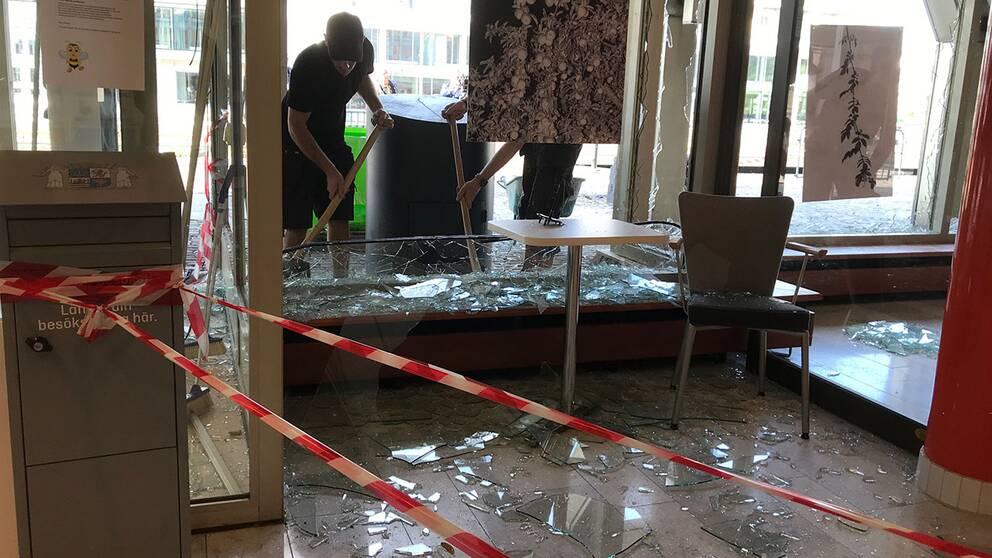 Glaskross i stadshuset i Landskrona efter sprängning