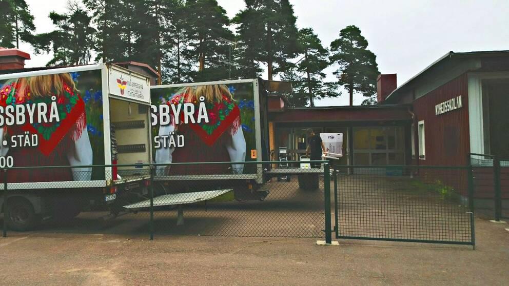 Flyttlassen går från Nyhedsskolan i Rättvik