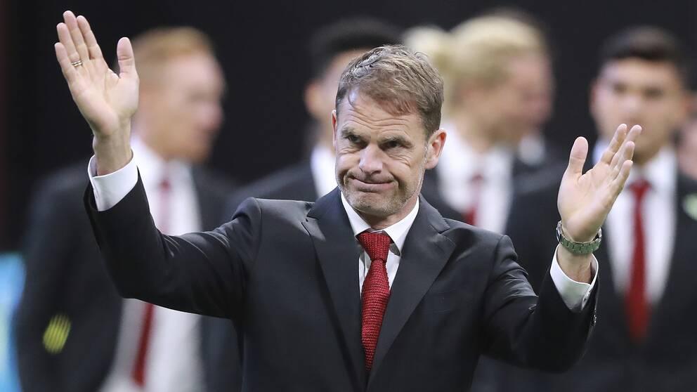 Frank de Boer tycker inte att det ska vara lika löner mellan de amerikanska fotbollslandslagen.